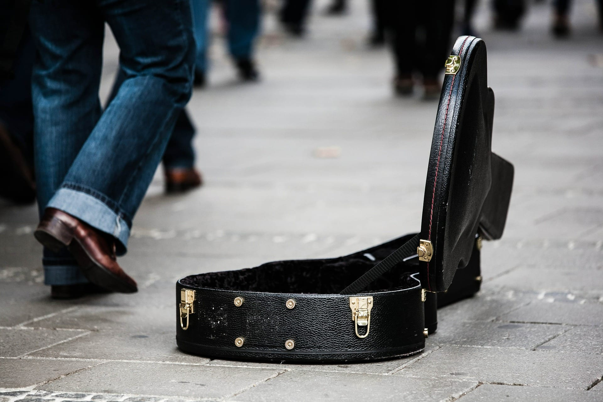 open guitar case